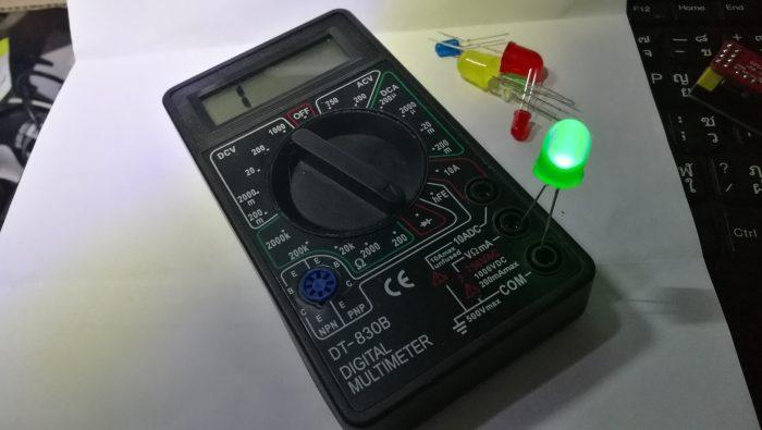 ลองเอา LED มาเสียบเข้ากับมิเตอร์แล้วบิดวัด LED ดูถ้าต่อถูกมันจะสว่างขึ้นมา